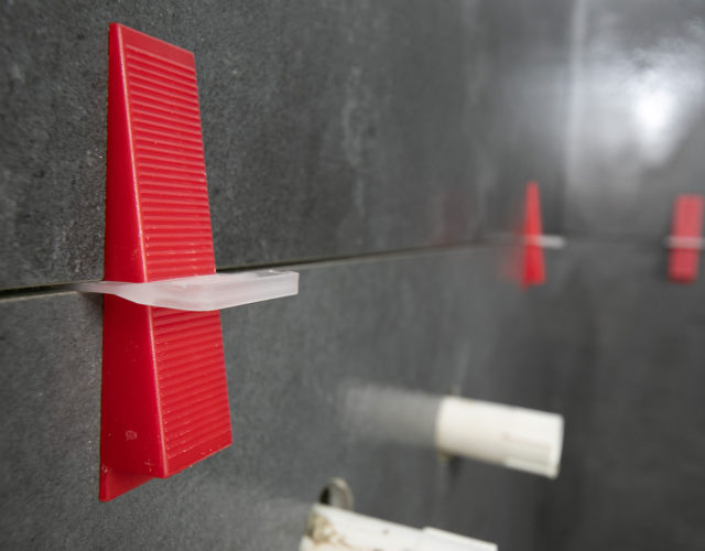 Fliesen Nivelliersystem Verlegehilfe Badrenovierung Oldenburg Fliesenverlegung